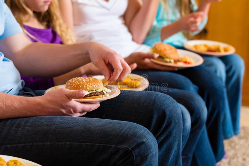 family-eating-hamburger-fast-food-27039506