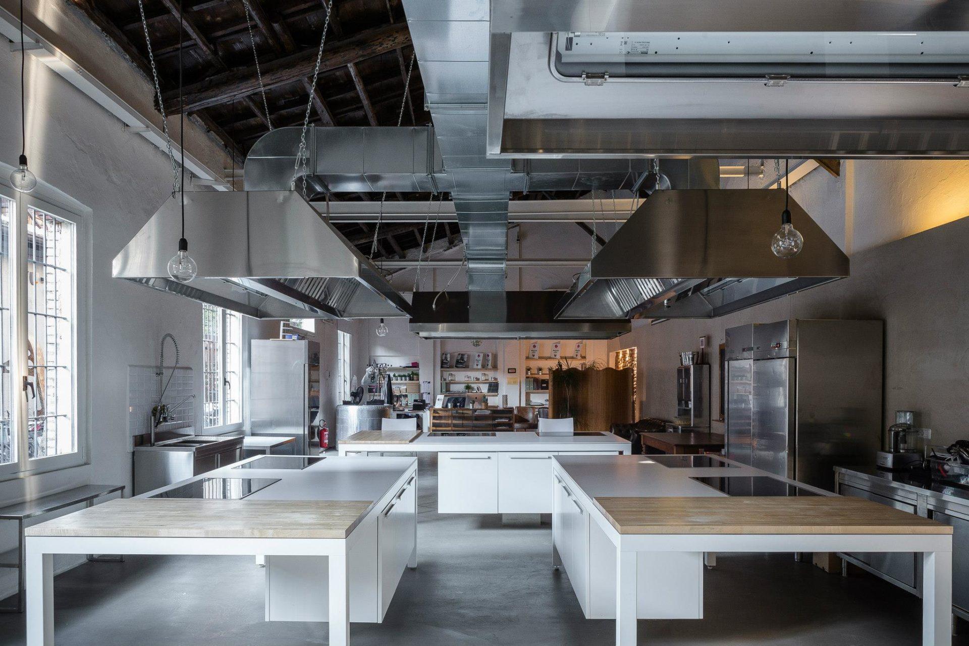 Le dark-kitchen approdano a Milano.